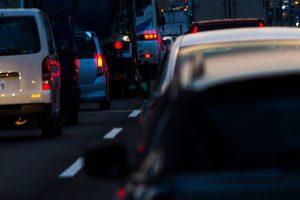 車間距離と渋滞緩和あるいは0102運動の話